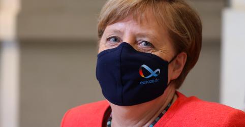 Placeholder - loading - Imagem da notícia Merkel faz primeira aparição pública com máscara para afastar críticas