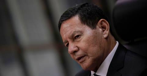 Placeholder - loading - Imagem da notícia Palavra do presidente tem que se reservar, ele só intervém em momento crítico, diz Mourão