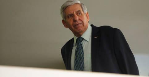 Placeholder - loading - Imagem da notícia Celso de Mello arquiva notícia-crime contra Heleno, mas critica ministro