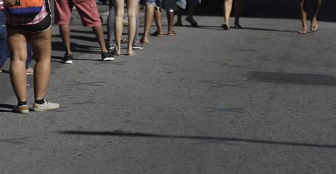 Placeholder - loading - Imagem da notícia Pedidos de seguro-desemprego caem 32% em junho sobre maio, diz Ministério da Economia