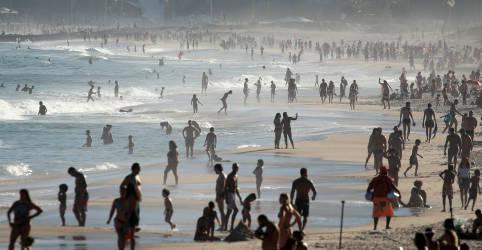 Placeholder - loading - Imagem da notícia Praias do Rio só devem ser liberadas para lazer quando houver vacina da Covid-19, diz prefeito