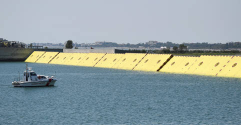 Placeholder - loading - Imagem da notícia Veneza testa barreira anti-inundação meses após ser devastada pela maré
