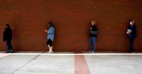Placeholder - loading - Imagem da notícia Pedidos de auxílio-desemprego nos EUA voltam a ficar acima de 1 milhão