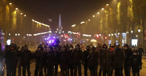 Placeholder - loading - Imagem da notícia Derrota do PSG causa confrontos entre torcida e polícia de Paris; 158 pessoas são detidas