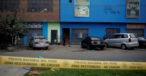 Placeholder - loading - Imagem da notícia 'Eu poderia ter morrido sufocada': tragédia em boate expõe tensões da pandemia no Peru