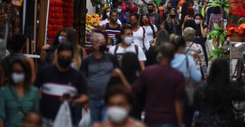 Placeholder - loading - Imagem da notícia Renda Brasil de R$300 exigirá mais corte de despesa ou base menor de beneficiários, dizem fontes