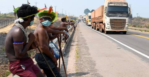 Placeholder - loading - Imagem da notícia Kayapós suspendem bloqueios na BR-163 até sair decisão judicial sobre disputa com governo
