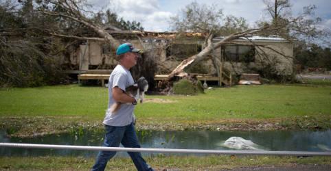 Placeholder - loading - Imagem da notícia Furacão Laura deixa 4 mortos na Louisiana, mas causa menos danos que o previsto