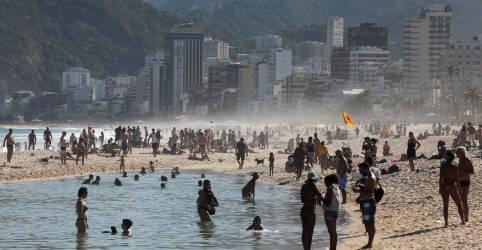Placeholder - loading - Imagem da notícia Após fim de semana de praias lotadas, prefeitura do Rio anuncia novas flexibilizações