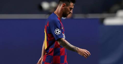 Placeholder - loading - Imagem da notícia Contrariado, Messi diz que fica no Barcelona, mas chama direção do clube de 'desastre'