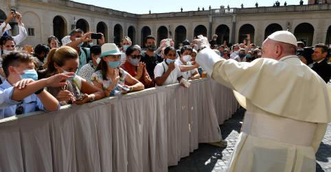 Placeholder - loading - Papa repudia busca de ganhos políticos e econômicos com o coronavírus