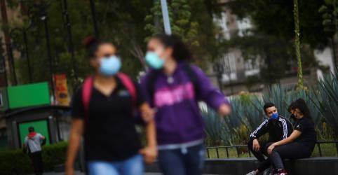 Placeholder - loading - Imagem da notícia Falar suavemente dissemina menos partículas de coronavírus, dizem pesquisadores