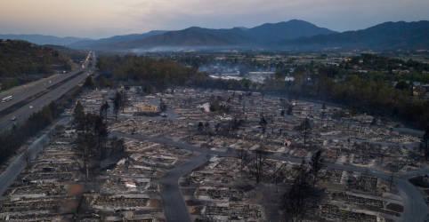 Placeholder - loading - Imagem da notícia Incêndios florestais destroem cinco cidades do Oregon; Califórnia confirma 3 mortes