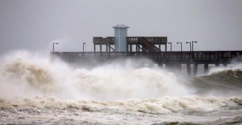 Placeholder - loading - Imagem da notícia Furacão Sally ruma para costa dos EUA e pode causar inundação histórica