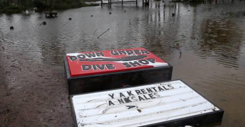 Placeholder - loading - Imagem da notícia Furacão Sally inunda costa dos EUA no Golfo com chuva 'irreal'