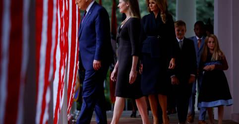 Placeholder - loading - Imagem da notícia Trump escolhe Barret para Suprema Corte dos EUA buscando inclinação à direita