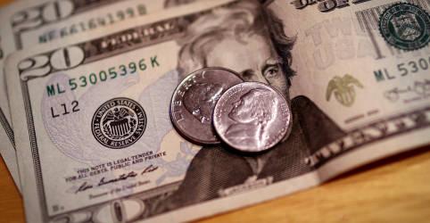 Placeholder - loading - Imagem da notícia Dólar cai ante real com otimismo global, mas abandona mínimas do dia de olho em fiscal