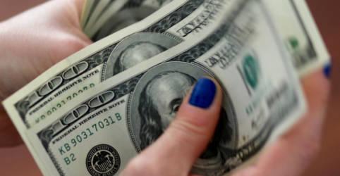 Placeholder - loading - Imagem da notícia Dólar flerta com R$5,68, mas fecha perto da estabilidade enquanto mercado avalia risco fiscal