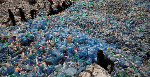 Placeholder - loading - Imagem da notícia ESPECIAL-Pandemia do plástico: Covid-19 joga no lixo sonho da reciclagem