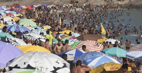 Placeholder - loading - Imagem da notícia Brasil registra 323 novas mortes por Covid-19 e total vai a 146.675