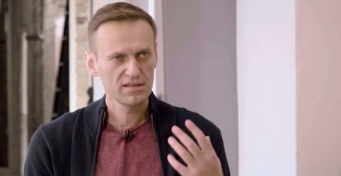 Placeholder - loading - Imagem da notícia Navalny diz que foi envenenado por autoridades russas por ser considerado ameaça eleitoral