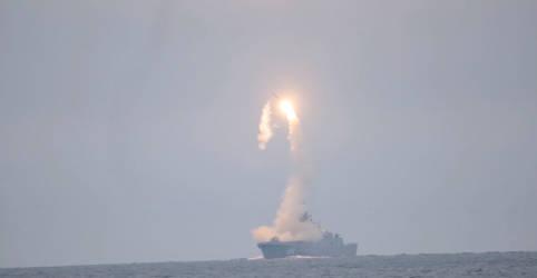 Placeholder - loading - Imagem da notícia Rússia anuncia teste de míssil hipersônico em aniversário de Putin