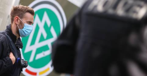 Placeholder - loading - Imagem da notícia Federação Alemã de Futebol é alvo de buscas em investigação de evasão fiscal