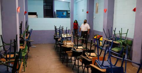 Placeholder - loading - Imagem da notícia ENFOQUE-Vírus destrói sonhos da classe média da América Latina