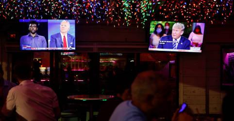 Placeholder - loading - Imagem da notícia Trump e Biden discordam sobre reação ao coronavírus em eventos televisionados