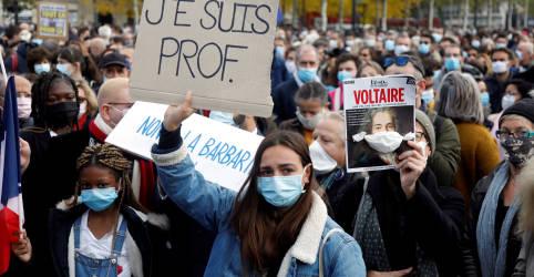 Placeholder - loading - Imagem da notícia Polícia francesa realiza mais operações em reação a assassinato de professor