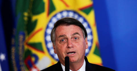 Placeholder - loading - Imagem da notícia Ninguém pode obrigar em hipótese alguma as pessoas a tomar vacina contra Covid-19 , diz Bolsonaro