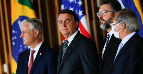 Placeholder - loading - Imagem da notícia A duas semanas da eleição nos EUA, Bolsonaro declara novamente apoio à reeleição de Trump