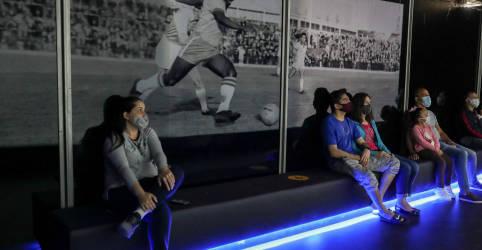 Placeholder - loading - Imagem da notícia Pelé diz estar agradecido por chegar lúcido e saudável aos 80 anos