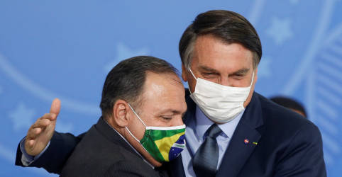 Placeholder - loading - Imagem da notícia Um manda, outro obedece, diz Pazuello em live com Bolsonaro