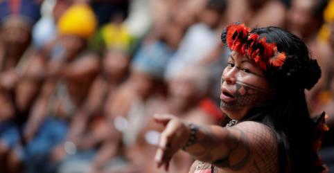 Placeholder - loading - Imagem da notícia Líder indígena brasileira ganha prêmio de direitos humanos Robert Kennedy