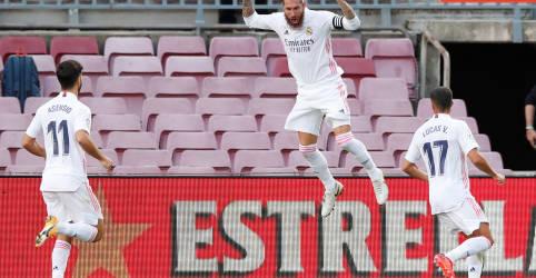 Placeholder - loading - Imagem da notícia Real Madrid vence Barcelona no 'El Clásico' com ajuda de pênalti convertido por Ramos