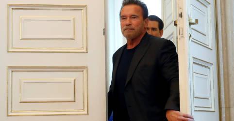 Placeholder - loading - Imagem da notícia Arnold Schwarzenegger diz que se sente 'fantástico' após cirurgia no coração