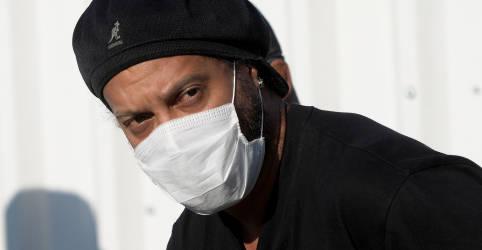 Placeholder - loading - Imagem da notícia Ronaldinho Gaúcho anuncia que testou positivo para Covid-19