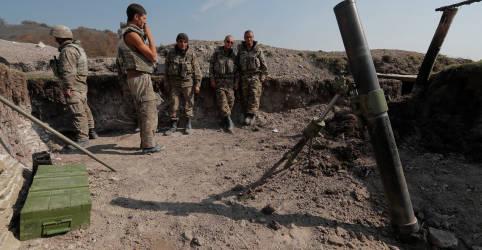 Placeholder - loading - Imagem da notícia Novos combates em Nagorno-Karabakh ameaçam trégua apoiada pelos EUA