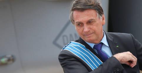 Placeholder - loading - Imagem da notícia Bolsonaro defende investimento em cura para Covid-19 em vez de vacinas