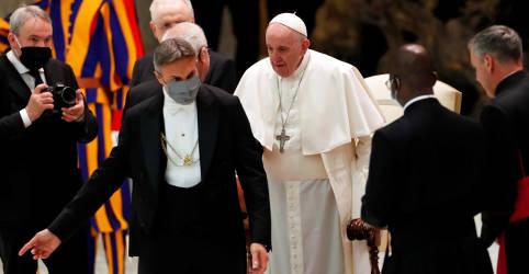 Placeholder - loading - Sem máscara, Papa Francisco diz que 'senhora' Covid deve ser obedecida