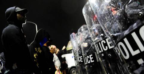 Placeholder - loading - Pai de homem negro morto pela polícia da Filadélfia pede calma após novos tumultos