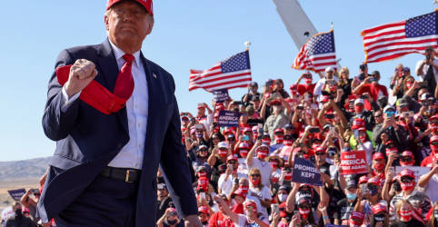 Placeholder - loading - Imagem da notícia Trump faz comícios no Arizona enquanto Covid-19 se alastra novamente pelos EUA