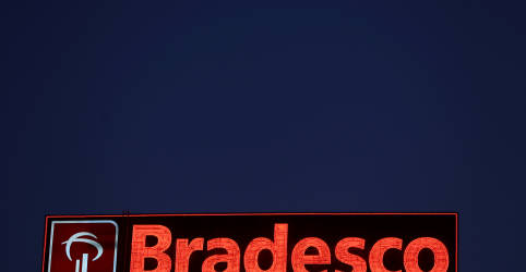 Placeholder - loading - Imagem da notícia Bradesco tem lucro acima do esperado no 3º tri, apesar de provisões maiores