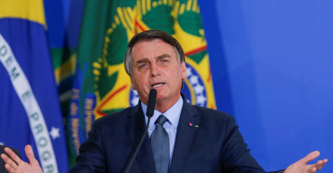Placeholder - loading - Imagem da notícia Bolsonaro justifica proximidade com centrão: 'é a regra do jogo'