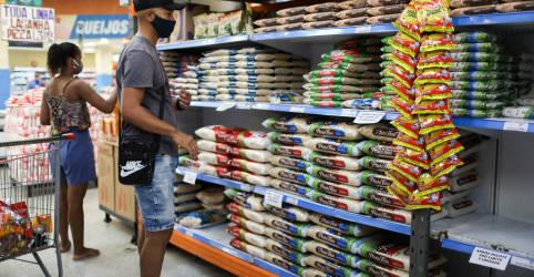 Placeholder - loading - Imagem da notícia Guedes descarta tributo digital e acena com redução de imposto de importação para conter preços