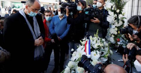 Placeholder - loading - Imagem da notícia Nice vive luto por ataque em igreja, ministro alerta para mais atentados