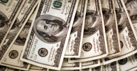 Placeholder - loading - Imagem da notícia Dólar recua após intervenção do BC em dia de temores por Covid e eleições nos EUA