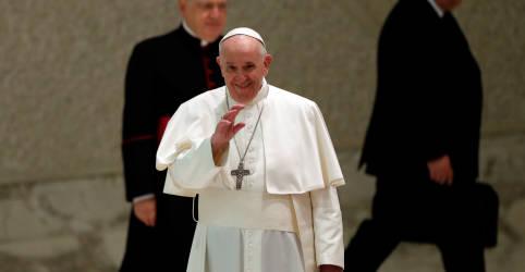 Placeholder - loading - Imagem da notícia Vaticano esclarece comentários do papa sobre leis de união civil