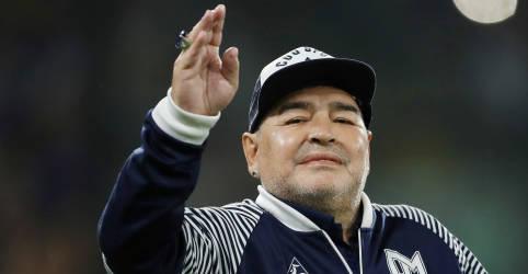 Placeholder - loading - Imagem da notícia Maradona se recupera de anemia em hospital, diz médico